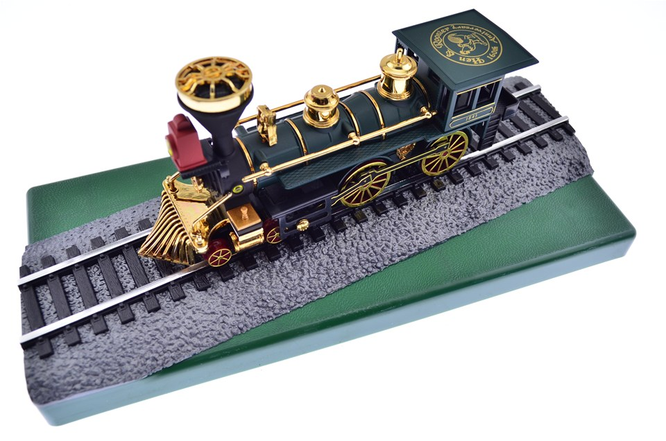 Cutlery Corner: H&R Collector's Train w/Knfe (by Hen & Rooster)